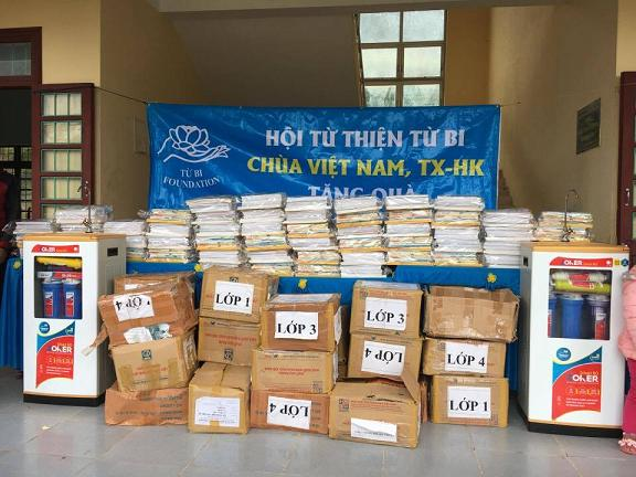 Charitable Board of Quang Ninh District Rural Development and Poverty Reduction Fund (RDPR) implemented the relief activities for the flood victims.